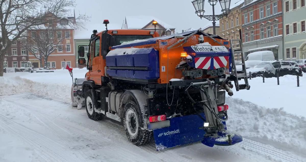 Winterdienstfahrzeug des Bauhofs