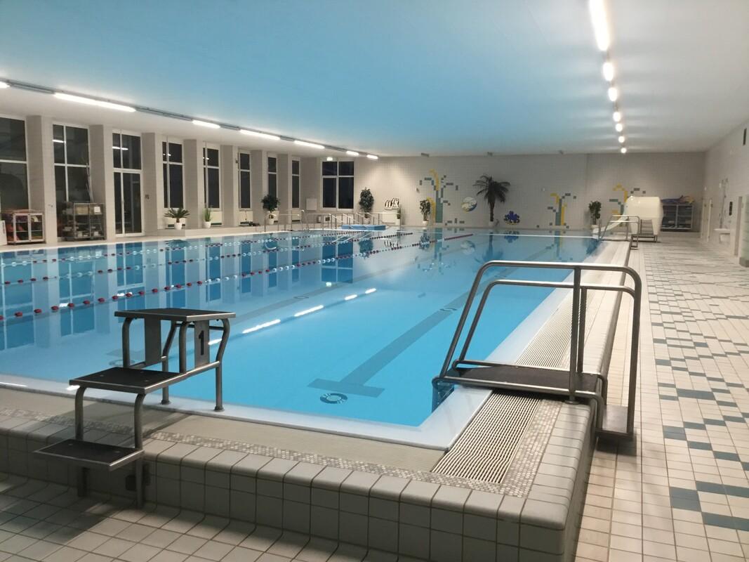 Schwimmbecken im Hallenbad 2