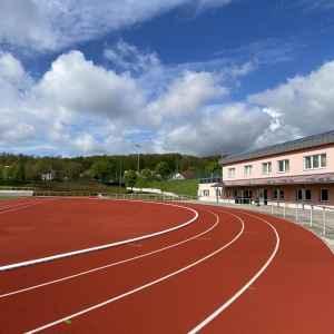Stadion Eisenberg mit Gebäudekomplex